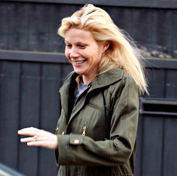 gwyneth paltrow tout sourire londres photo. Black Bedroom Furniture Sets. Home Design Ideas
