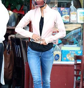 Halle Berry- Découvrez la en look motard