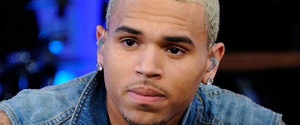 Chris Brown collé à Karrueche Tran ignore Rihanna