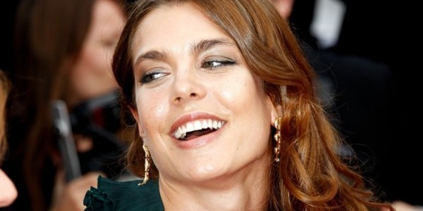 Charlotte Casiraghi fume comme un pompier (photos)