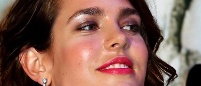 Charlotte Casiraghi filiforme au Bal de la Rose