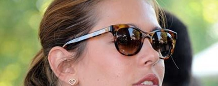 Charlotte casiraghi arr te la cigarette pour gad elmaleh for Jean dujardin fume