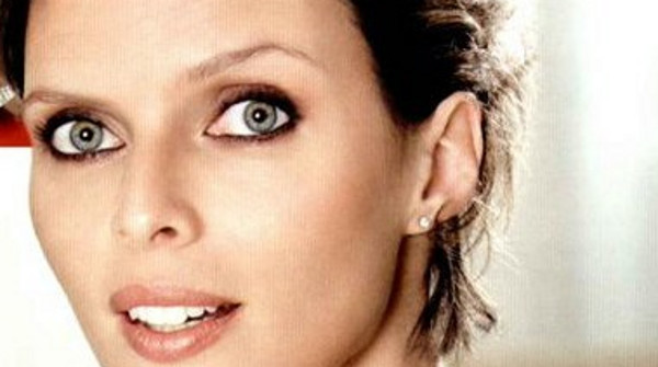 Sylvie Tellier (Miss France) oui, il quelques petits crêpages de chignon