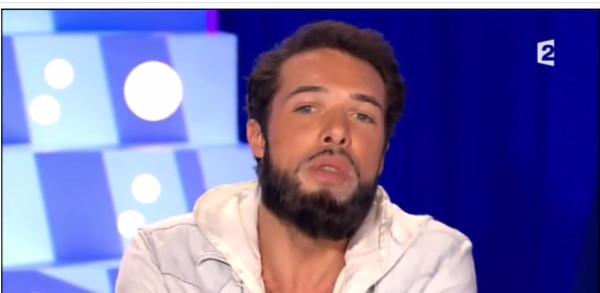 Nicolas Bedos «ceinturé» par son père, Guy Bedos (vidéo)