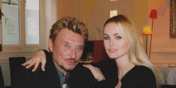 Laeticia hallyday a oubli de mettre son t shirt photo - Helene darroze et son mari ...
