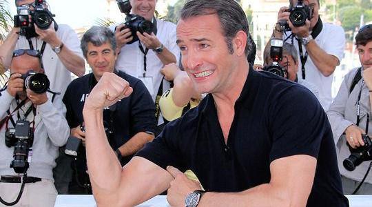 Jean Dujardin refuse de se plier aux interviews. Il se fait lyncher