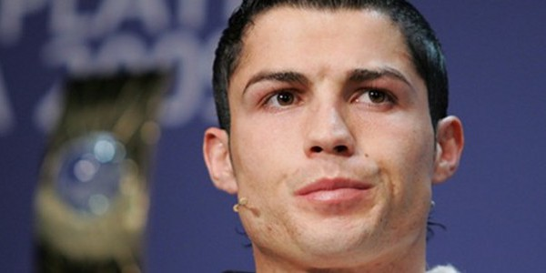 cristiano ronaldo remont contre sa s ur qui a fait l amour dans son lit. Black Bedroom Furniture Sets. Home Design Ideas