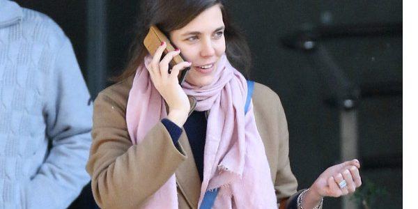 Charlotte Casiraghi intimidée par Mario Testino (photo)