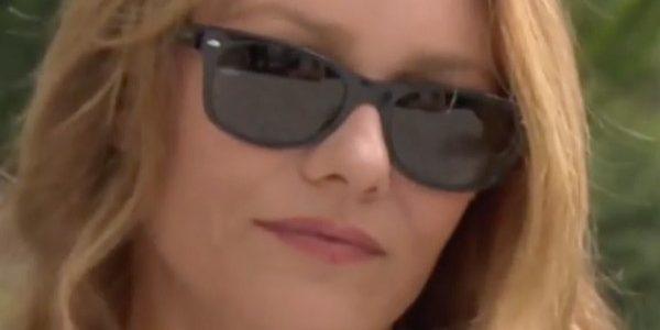 Discrète depuis six mois, Vanessa Paradis est sublime à Locarno pour présenter Chien (vidéo)